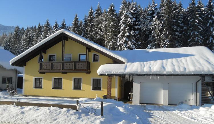 Schneereiche Winter erleben Sie in der Ferienregion Dachstein Salzkammergut. In Zentrumsnähe liegt das Haus Winkler mit zwei Ferienwohnungen und ist ein idealer Ausgangspunkt für ihre Abenteuer am Fuße des Dachsteins.
