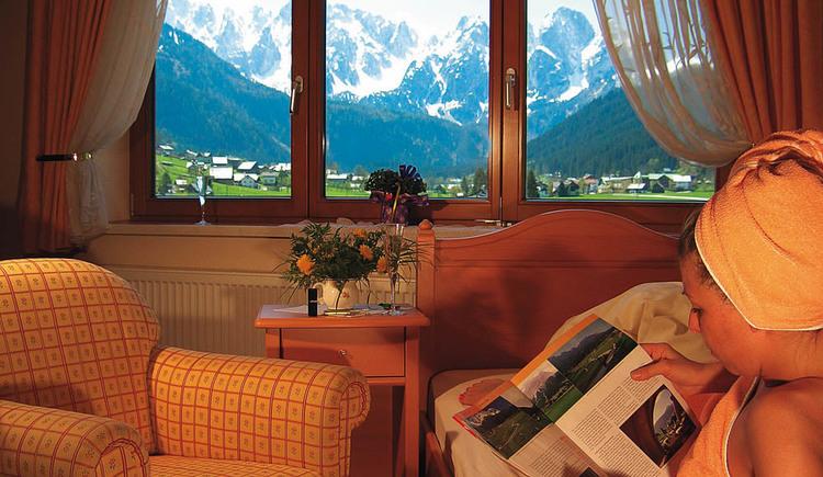Unser romantisches Doppelzimmer Südloggia lädt, mit seinem atemberaubenden Bergblick, zum verweilen ein.