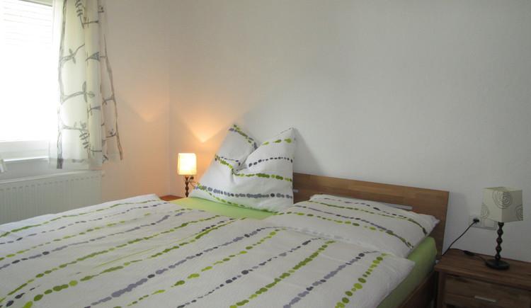 Hier sieht man das Schlafzimmer in der Ferienwohnung Steinbrecher in Hallstatt