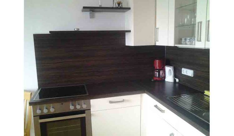 look at the kitchen with cooker, kettle and coffee machine