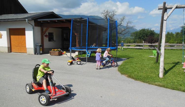 Bauenrhof, Fahrzeuge , Kinder