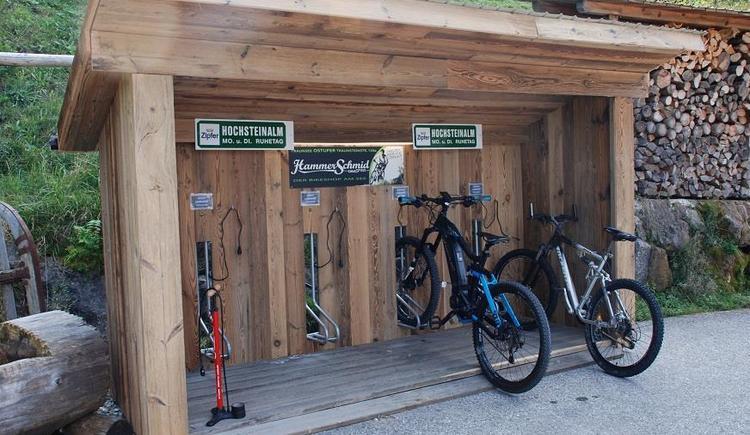 E-Bike Ladestation beim Almgasthof Hochsteinalm
