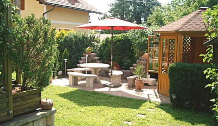 Garten m Steinsitzgruppe