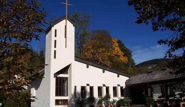 Bei dieser Wanderung durch das MondSeeLand kommen Sie an der evangelischen Kirche vorbei. (© www.mondsee.at)