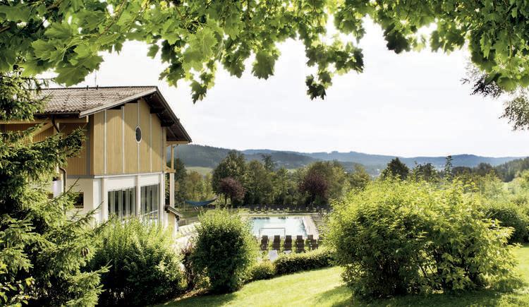 Aldiana Club Ampflwang Außenpool und Liegewiese