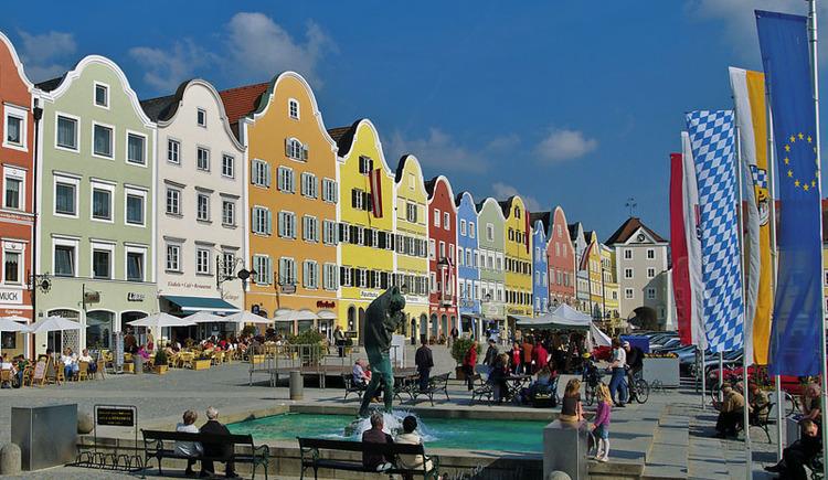 Barocker Stadtplatz mit Silberzeile Schärding. (© Tourismusverband Schärding)