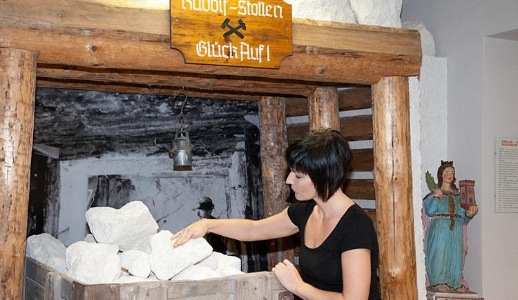 Ausstellung eines Bergwerksstollens zum Kaolinabbau.