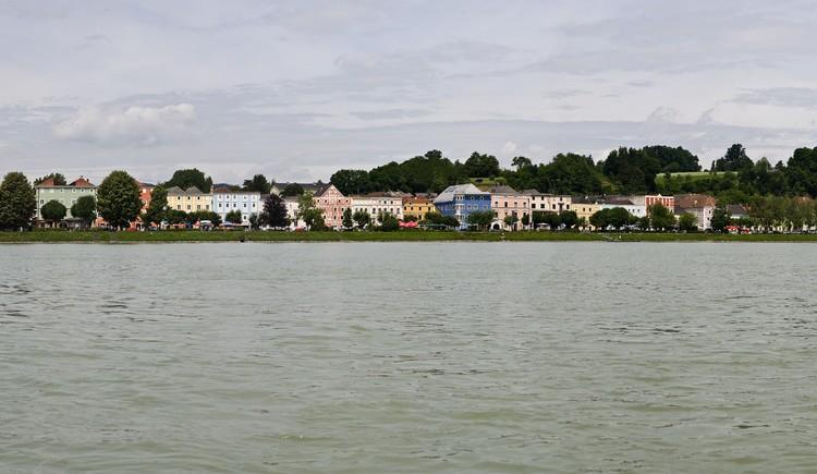 Panoramaaufnahme Donausteig - Blick auf Aschach.