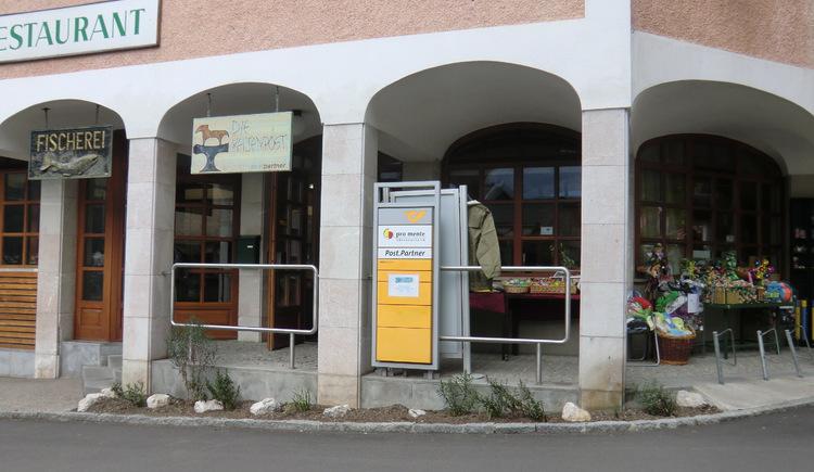 The post office in the city center of Hallstatt.