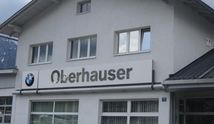 Vorderansicht vom Autohaus Oberhauser ihr Spezialist für BMW und Gebrauchtwagen in Bad Goisern