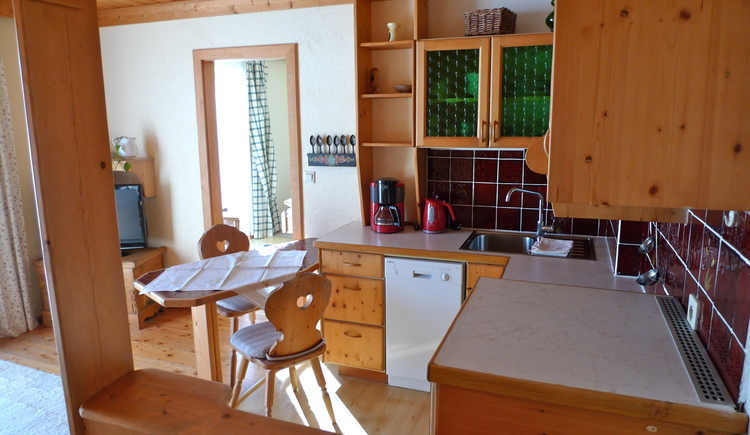 In apartment 2 is a fully equipped kitchen with seating area