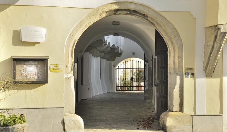 ehem. Landesfürstliche Burg (© wikipedia)