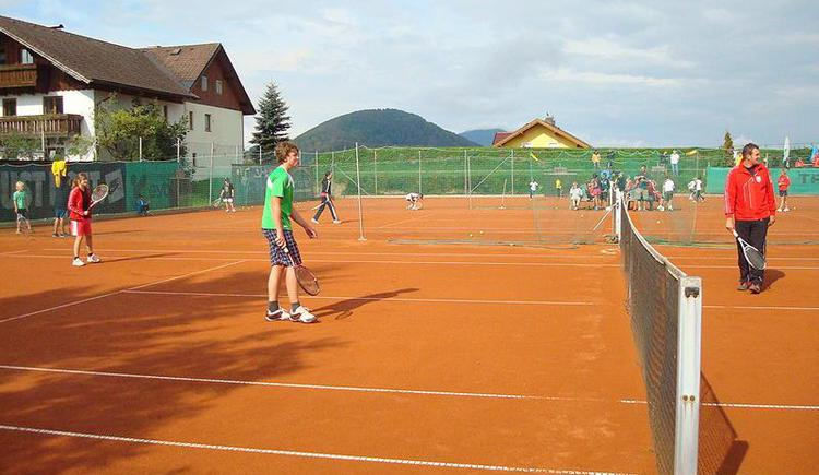 Play tennis on the 2 most wonderful tennis courts in Faistenau