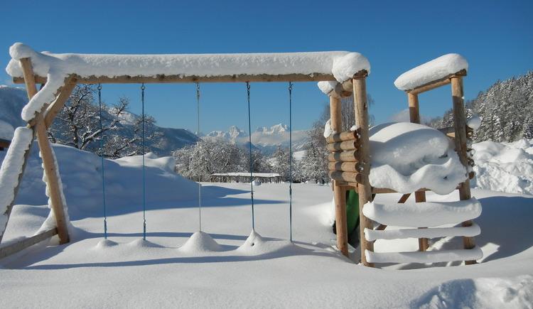 Schnee,Rodeln Schifahren, Kinder, Bauernhof