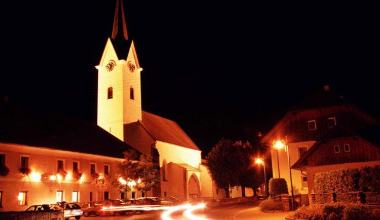 Gschwandt bei Nacht (© Ferienregion Traunsee)