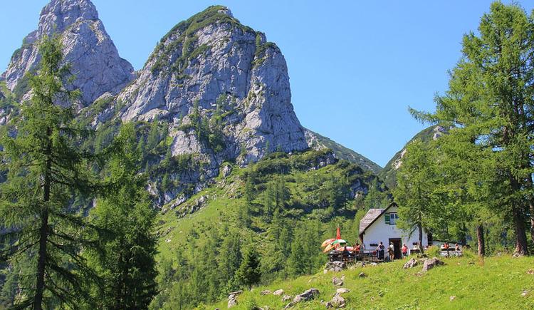 Hochkogelhaus mit Blick auf Rauhenkogel (© Naturfreunde Ebensee)
