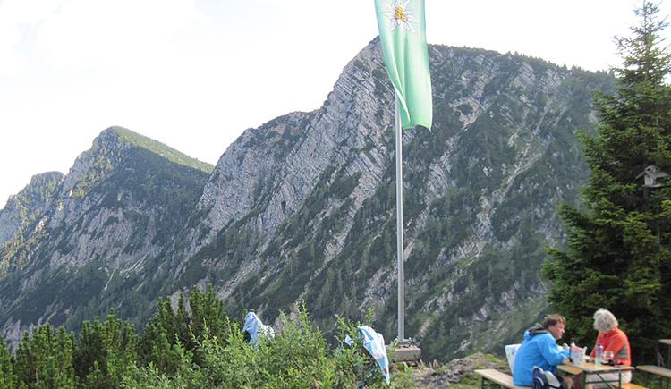 Goiserhütte mit Blick auf die Kalmberge (© Gisbert Rabeder)