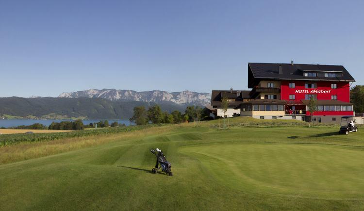 Hausansicht vom Golfplatz (© Hotel Haberl)