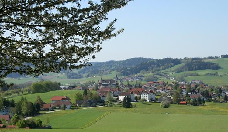 Aigen-Schlägl vom Waldsteig aus (© Ferienregion Böhmerwald)