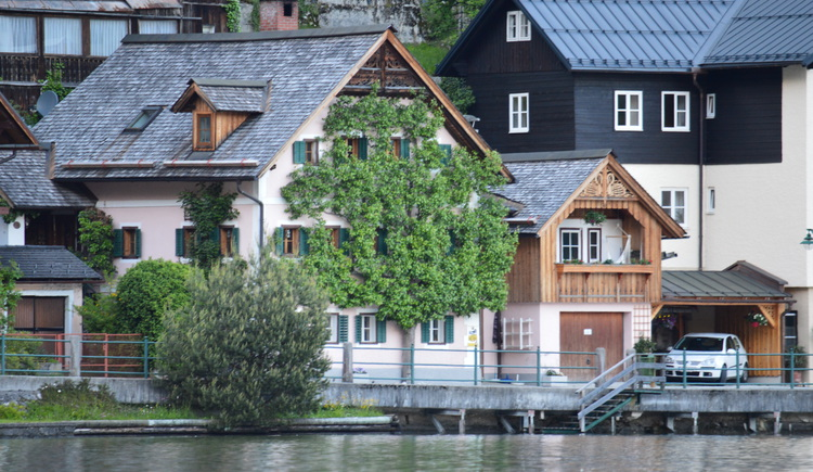 Das Apartment Luise liegt direkt an der Seepromenade des Hallstättersees.