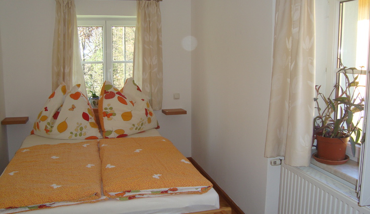 Bright and friendly furnished bedroom with double bed