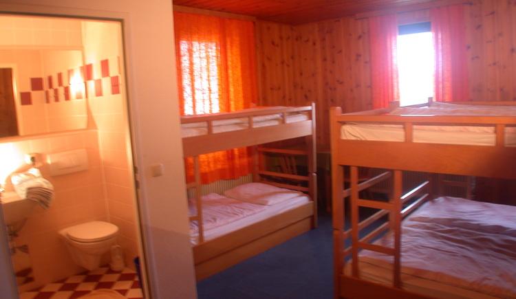 Mehrbettzimmer mit Dusche,WC, TV