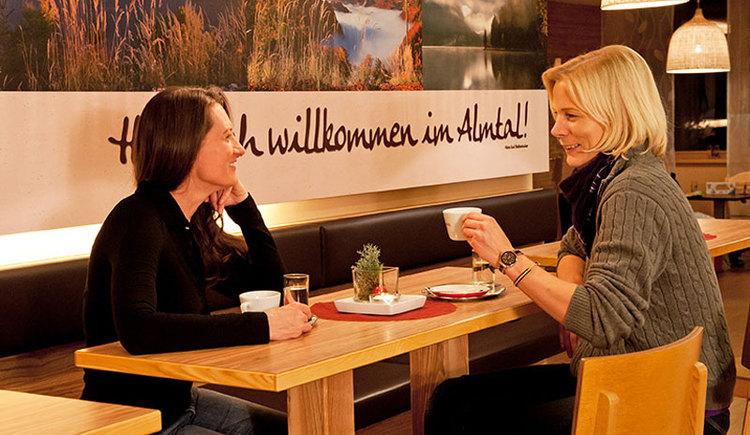 JUFA Hotel Almtal Café & Bar. (© JUFA Hotel Almtal (© Heinz Hudelist))