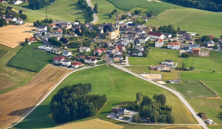 Ortsansicht-Sportplatz. (© Gemeinde Niederkappel)