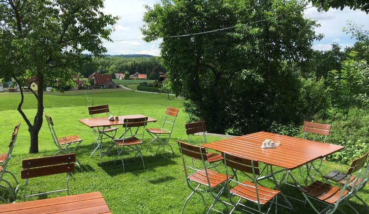 Streif Gastgarten mit Kindersportplatz (© Streif Jausnstubm)