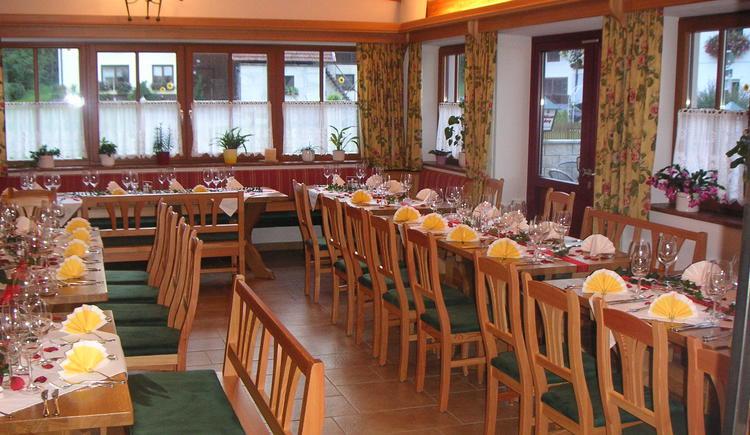 Helles freundliches Gastzimmer für Feiern aller Art \nfür bis zu 40 Personen