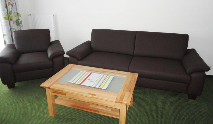 2 Räume mit Sitzgelegenheit