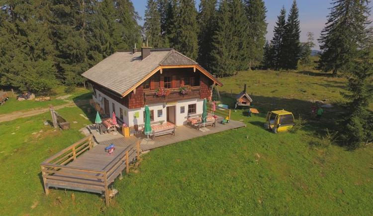 Die Moosegghütte von oben am Anzenberg (© Johannes Rosenlechner)