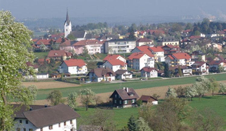 Blick vom Rabesberg auf Gschwandt (© Ferienregion Traunsee)