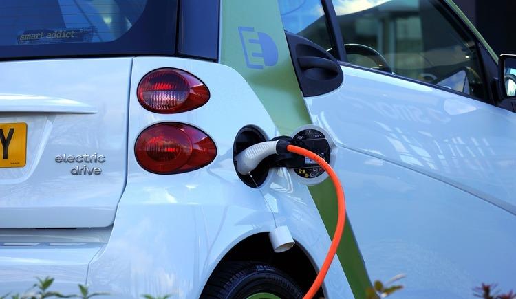 electric-car (c) pixabay_mikesphotos (© Pixabay)