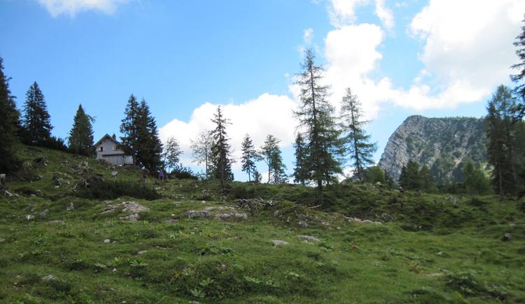 Goisererhütte mit Blick auf Kalmberg (© Gisbert Rabeder)