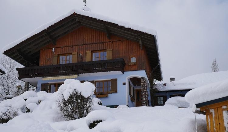 Das Ferienhaus ist für alle Wintersportler ideal gelegen. Die Loipeneinstiege, das Skigebiet Dachstein West und die Trockentann Rodelbahn, befinden sich in der unmittelbaren Umgebung. (© Helga Hummelbrunner)
