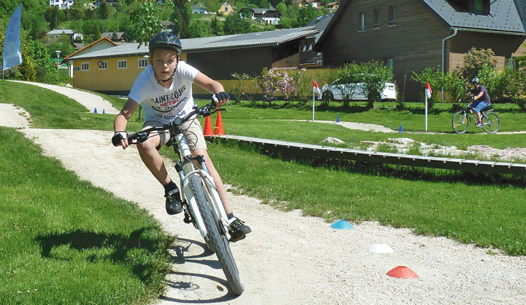 Im Fahrtechniktraining geht es in erster Linie um Sicherheit – denn nur wer sein Rad beherrscht, hat Spaß an der Sache! (© pyhrnpriel-mountainbike)