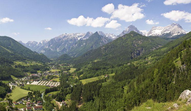 Blick auf Hinterstoder vom Poppenberg (© TVB Pyhrn-Priel/Sulzbacher)