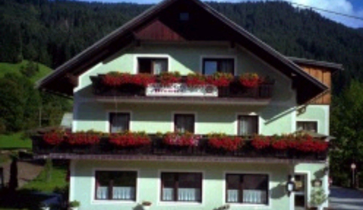 Right here you can see the Adelheid's bed and breakfast Neuwirt with its rooms and apartments.