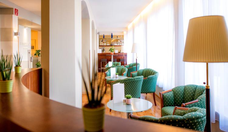 Hotelbar. (© Katharina Wisata / Elisabeth Poringer)