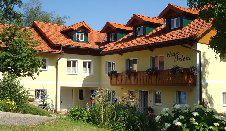 Ansicht des Hauses von der Vorderseite. (© Pension Haus Helene, Fam. Haidinger)