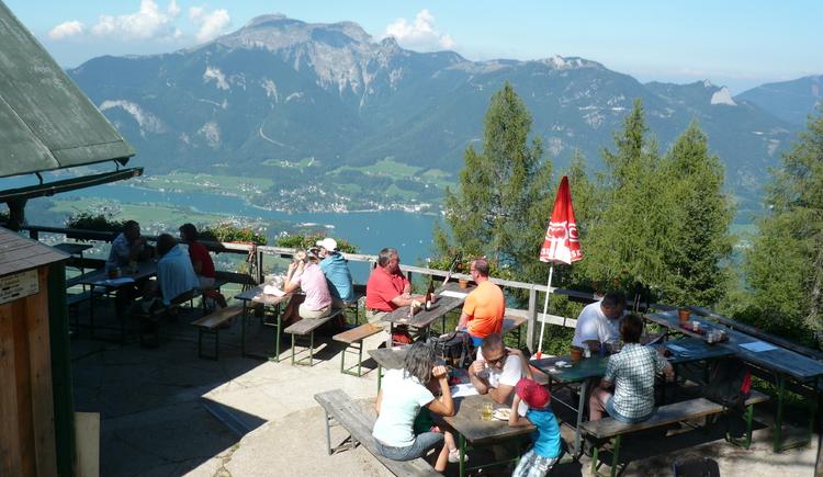 Gastgarten mit Ausblick auf den Wolfgangsee