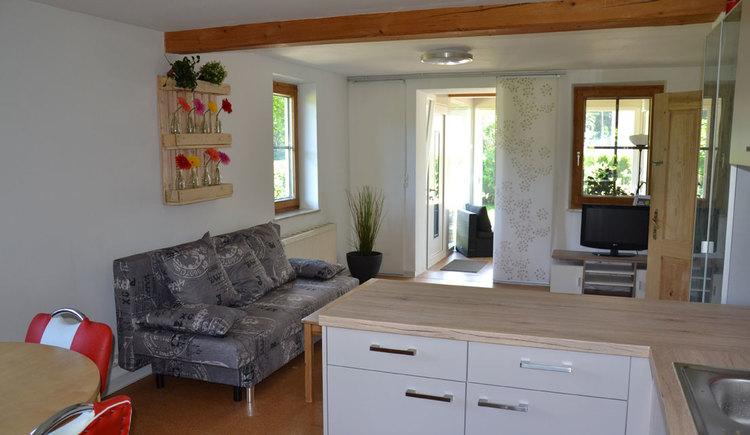 Wohnzimmer und Küche (© Conny Rothauer)
