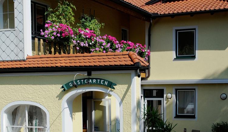 Gasthof Pension Reisecker, Lohnsburg, Eingang. (© Innviertel-Tourismus)