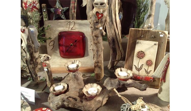 Dekosachen aus Holz und Keramik gemischt