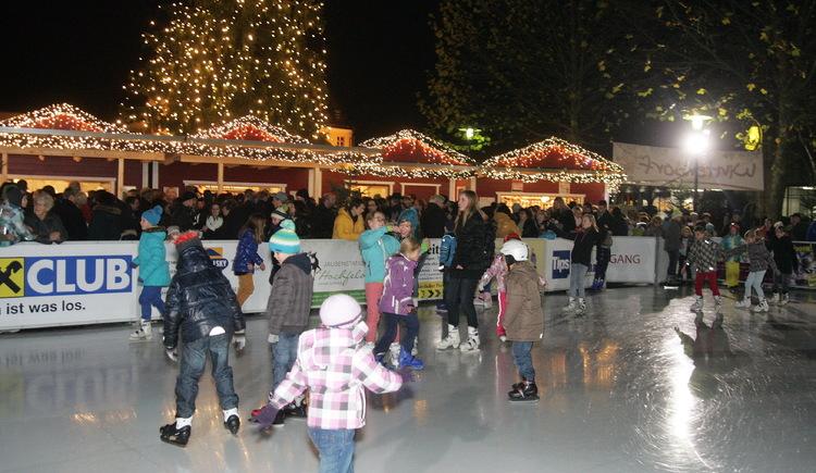 Eislaufspaß am Rathausplatz