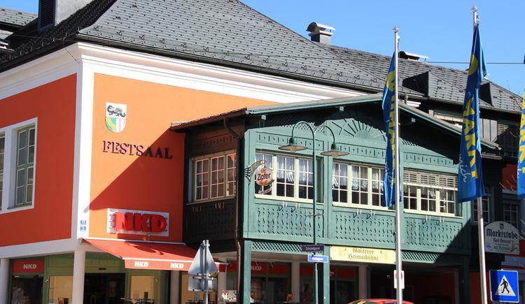 Aussenansicht des Festsaales von Bad Goisern