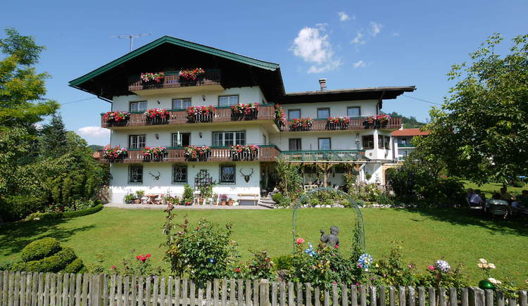 The Pension Huber is located in the centre of Fuschl am See which is located in the Fuschlseeregion, the Salzkammergut and in Austria.
