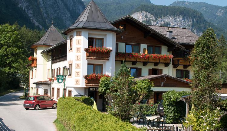Die Außenansicht des Gasthof Pension Hirlatz in Hallstatt. (© Gasthof Hirlatz)
