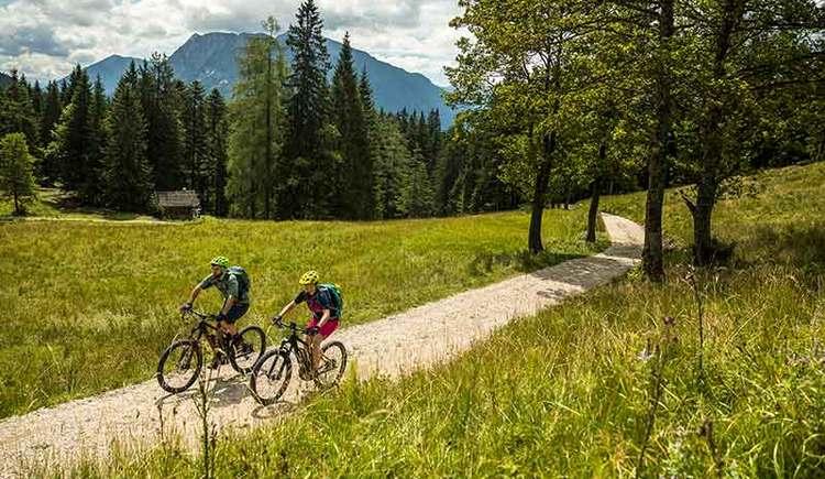 Mountainbiken auf der Dachsteinrunde (© WOM Medien GmbH/Andreas Meyer)